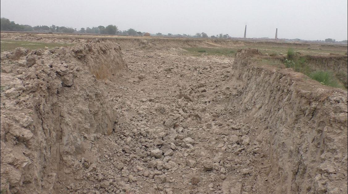 कचनकवलमा इँटा उद्योगीको दादागिरी कायमै, खेतीयोग्य जमिनदेखि खोलासम्मको चरम दोहन