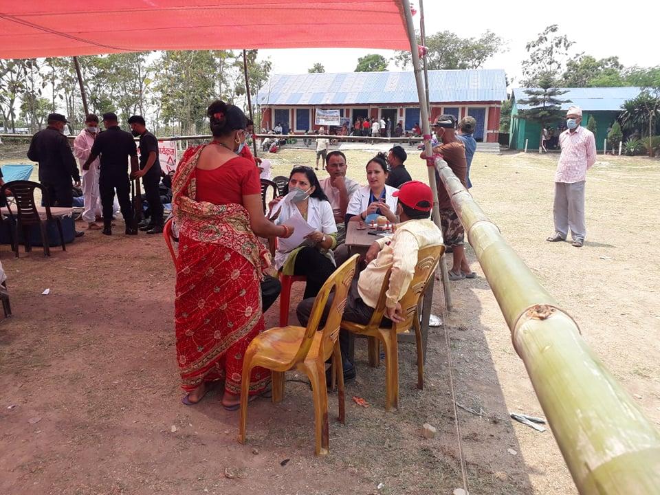 दियालो समिति भद्रपुरको स्वास्थ्य शिविरमा ४ सय बढीले लिए सेवा