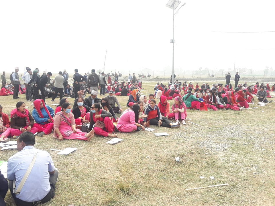 गौरादहका शिक्षक आन्दोलित, विद्यालय बन्द गरेर विरोध प्रदर्शन