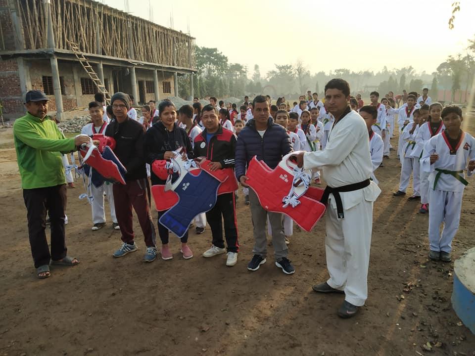 बाल सुबोधिनीमा पूर्व विद्यार्थीले दिए खेल सामग्री :: Times of Pradesh