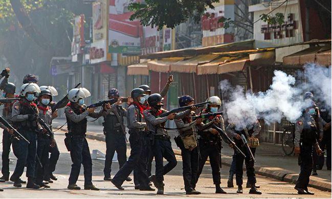 म्यानमारमा रक्तपात, सेनाले गोली चलाउँदा थप ३८ प्रदर्शनकारीको मृत्यु