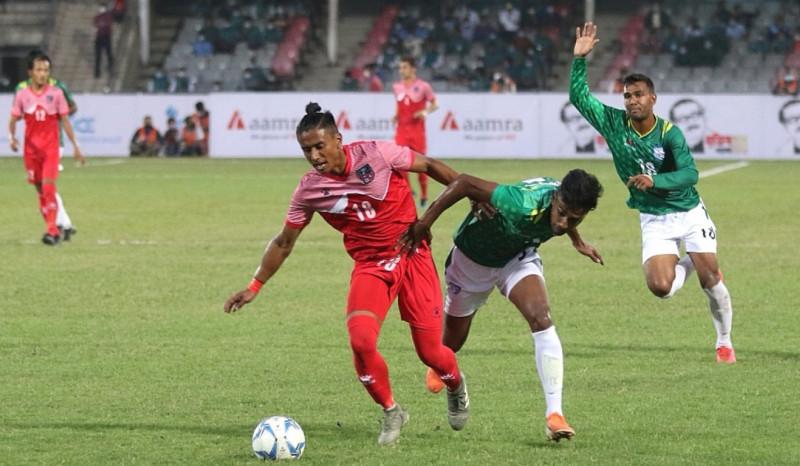 बंगलादेशलाई हराउँदै नेपालले जित्यो त्रिदेशीय फुटबलको उपाधि