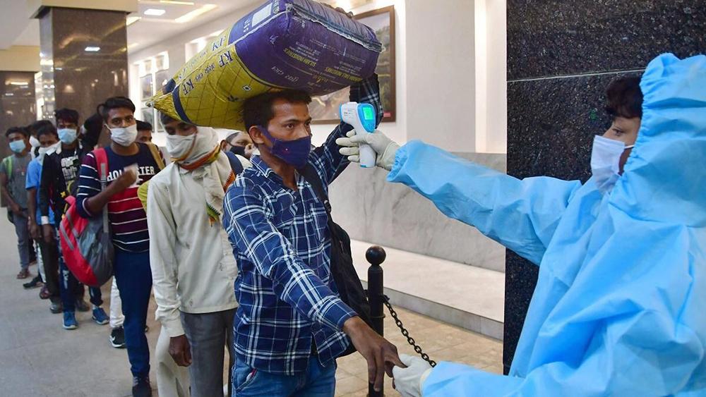 भारतमा पछिल्लो २४ घण्टा थपिए २ लाख बढी कोरोना संक्रमित, एक हजार ३८ जनाको मृत्यु