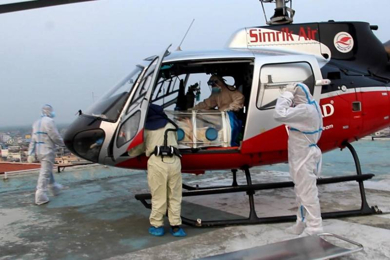 काठमाडौँका अस्पतालमा बेड अभाव, हेलिकप्टरबाट संक्रमित बिरामीलाई झापाको बिएण्डसी ल्याइयो