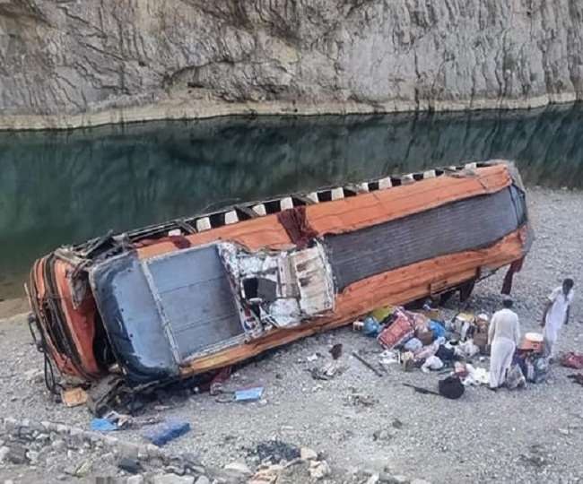 पाकिस्तानमा बस दुर्घटना : १८ को मृत्यु, ३० घाइते