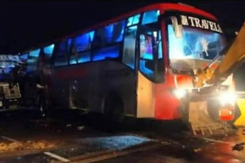 भारतको यूपीमा बस र ट्रक ठोक्किँदा १८ जनाको मृत्यु