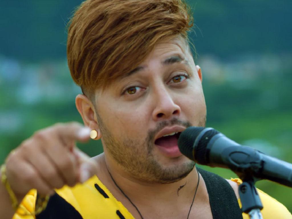 गायक दुर्गेश थापाको गीत फेरि विवादमा, गुगललाई उजुरी गर्ने तयारी